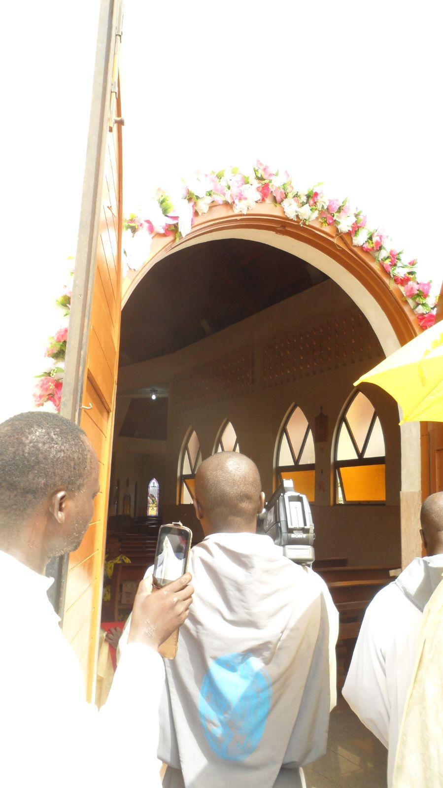 Crsd b nin ouverture des portes saintes dans l 39 eglise for Porte et fenetre sabourin st clet
